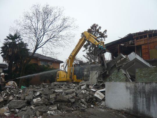 RC造→木造→Rc造→木造と言ったように廃材が混ざらないように取り壊します。